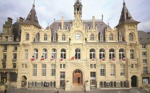 Façade de l'hôtel de ville de Mézières rénovée